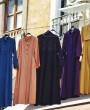 Szerokie ramiona – jaka sukienka będzie najlepsza? Porady i fasony